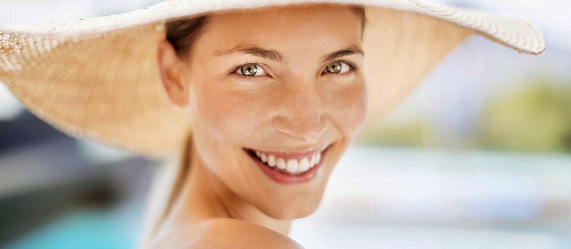 Dal dermatologo anche in estate: quali trattamenti antirughe possiamo eseguire?