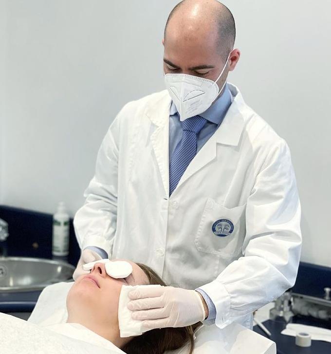 Peeling dermatologico: come funziona la seduta?